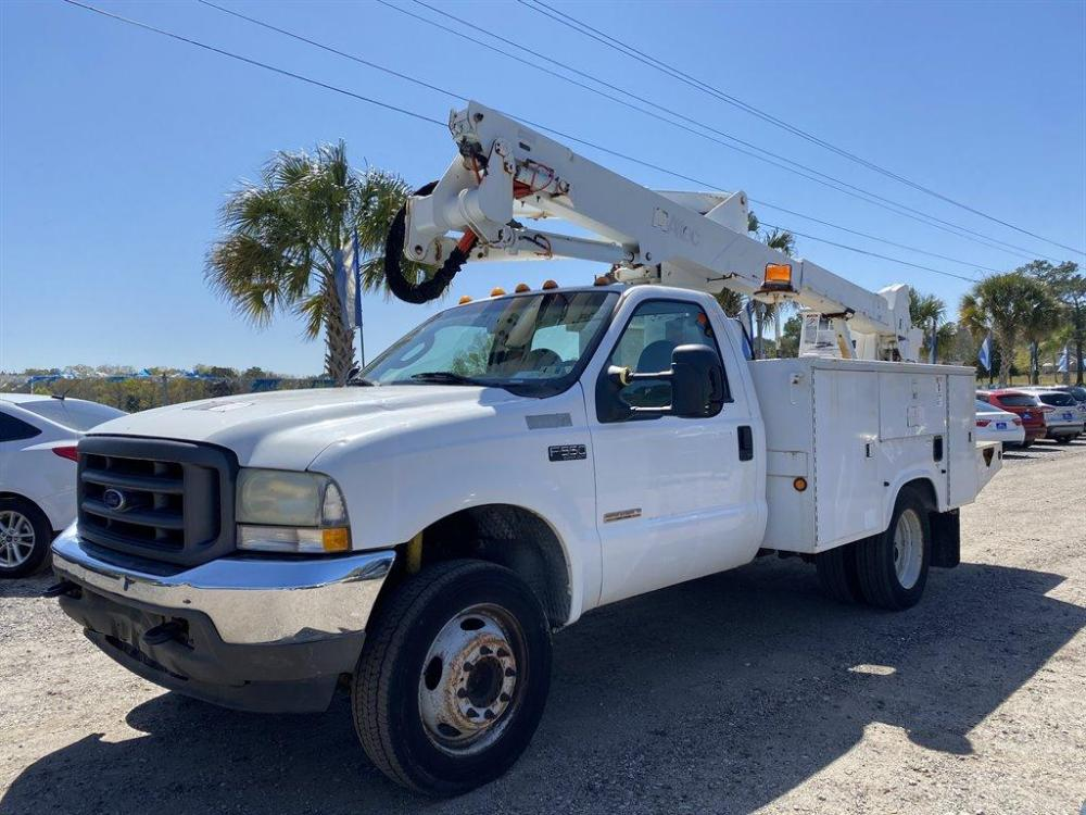 2004 White /Grey Ford F550 (1FDAF56P34E) , Automatic transmission, located at 745 East Steele Rd., West Columbia, SC, 29170, (803) 755-9148, 33.927212, -81.148483 - Photo #0