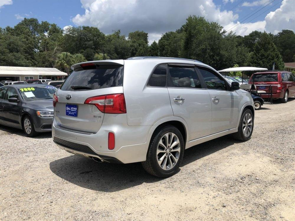 2015 Silver /Black Kia Sorento Limited (5XYKWDA70FG) with an 3.3l V6 DI Dohc 3.3l engine, Automatic transmission, located at 745 East Steele Rd., West Columbia, SC, 29170, (803) 755-9148, 33.927212, -81.148483 - Photo #2