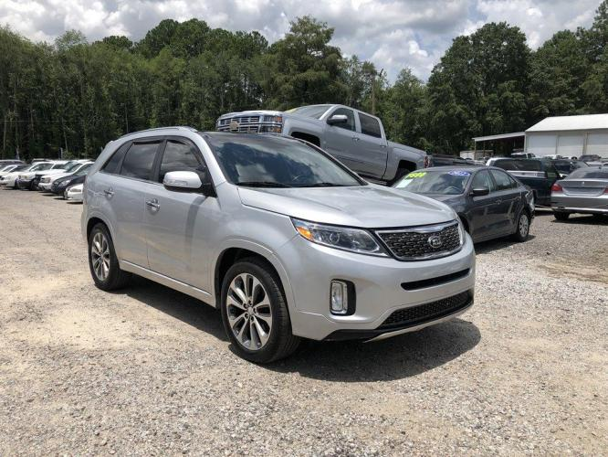 2015 Silver /Black Kia Sorento (5XYKWDA70FG) with an 3.3l V6 DI Dohc 3.3l engine, Automatic transmission, located at 745 East Steele Rd., West Columbia, SC, 29170, (803) 755-9148, 33.927212, -81.148483 - Photo #3