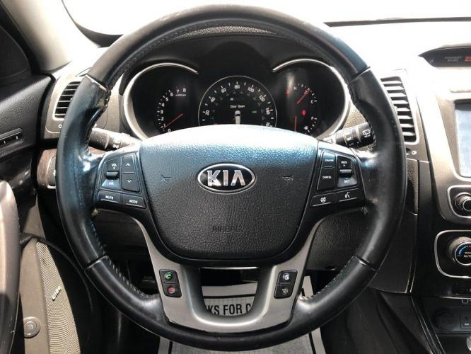 2015 Silver /Black Kia Sorento (5XYKWDA70FG) with an 3.3l V6 DI Dohc 3.3l engine, Automatic transmission, located at 745 East Steele Rd., West Columbia, SC, 29170, (803) 755-9148, 33.927212, -81.148483 - Photo #5