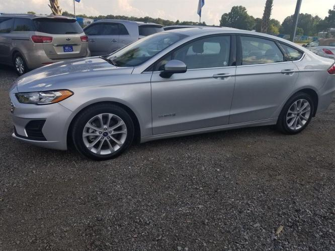 2019 SILVER /BLACK Ford Fusion SE HYBRID (3FA6P0LU9KR) with an 2.0L I-4 SMPI DOHC Hybrid engine, Automatic transmission, located at 745 East Steele Rd., West Columbia, SC, 29170, (803) 755-9148, 33.927212, -81.148483 - Photo #21