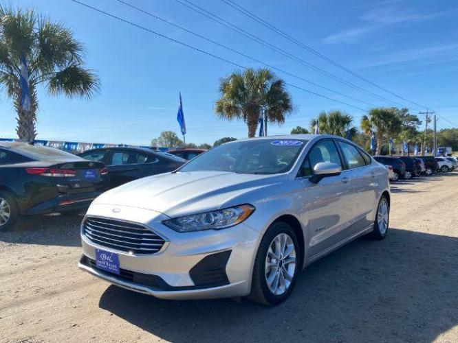 2019 SILVER /BLACK Ford Fusion SE HYBRID (3FA6P0LU9KR) with an 2.0L I-4 SMPI DOHC Hybrid engine, Automatic transmission, located at 745 East Steele Rd., West Columbia, SC, 29170, (803) 755-9148, 33.927212, -81.148483 - Photo #0