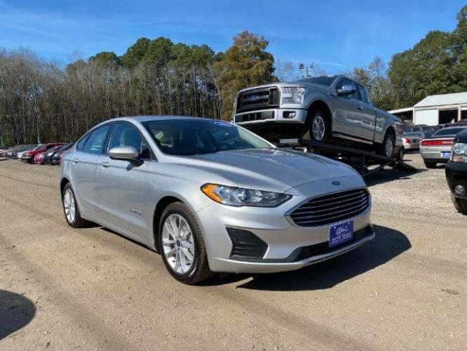 2019 SILVER /BLACK Ford Fusion SE HYBRID (3FA6P0LU9KR) with an 2.0L I-4 SMPI DOHC Hybrid engine, Automatic transmission, located at 745 East Steele Rd., West Columbia, SC, 29170, (803) 755-9148, 33.927212, -81.148483 - Photo #1