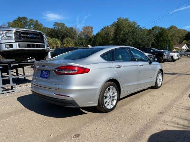 2019 SILVER /BLACK Ford Fusion SE HYBRID (3FA6P0LU9KR) with an 2.0L I-4 SMPI DOHC Hybrid engine, Automatic transmission, located at 745 East Steele Rd., West Columbia, SC, 29170, (803) 755-9148, 33.927212, -81.148483 - Photo #2