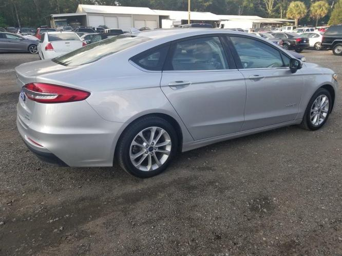 2019 SILVER /BLACK Ford Fusion SE HYBRID (3FA6P0LU9KR) with an 2.0L I-4 SMPI DOHC Hybrid engine, Automatic transmission, located at 745 East Steele Rd., West Columbia, SC, 29170, (803) 755-9148, 33.927212, -81.148483 - Photo #23