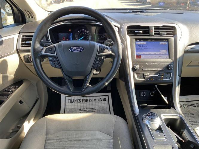 2019 SILVER /BLACK Ford Fusion SE HYBRID (3FA6P0LU9KR) with an 2.0L I-4 SMPI DOHC Hybrid engine, Automatic transmission, located at 745 East Steele Rd., West Columbia, SC, 29170, (803) 755-9148, 33.927212, -81.148483 - Photo #19
