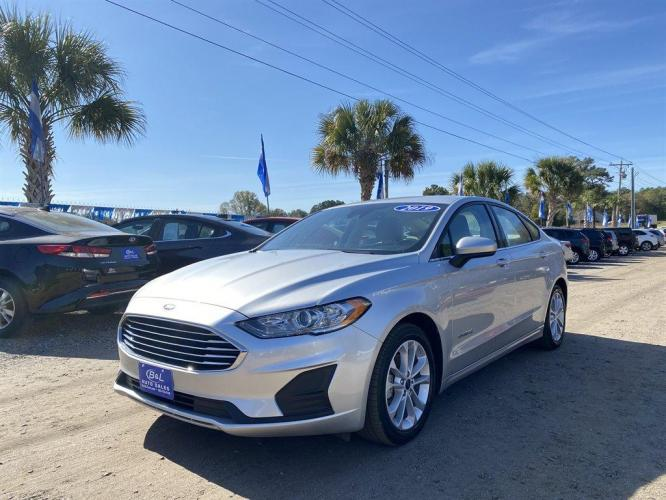 2019 Silver /Grey Ford Fusion SE (3FA6P0LU9KR) with an 2.0l I-4 Smpi Dohc Hybrid engine, Automatic transmission, located at 745 East Steele Rd., West Columbia, SC, 29170, (803) 755-9148, 33.927212, -81.148483 - Photo #0