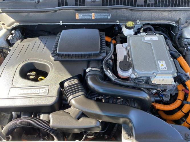 2019 Silver /Grey Ford Fusion SE (3FA6P0LU9KR) with an 2.0l I-4 Smpi Dohc Hybrid engine, Automatic transmission, located at 745 East Steele Rd., West Columbia, SC, 29170, (803) 755-9148, 33.927212, -81.148483 - Photo #33
