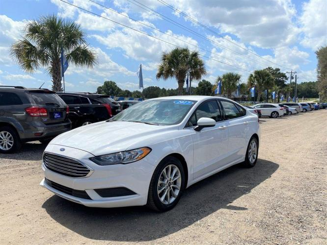 2017 White /Black Ford Fusion SE (3FA6P0H7XHR) with an 2.5l I-4 Smpi Dohc 2.5l engine, Automatic transmission, located at 745 East Steele Rd., West Columbia, SC, 29170, (803) 755-9148, 33.927212, -81.148483 - Photo #0