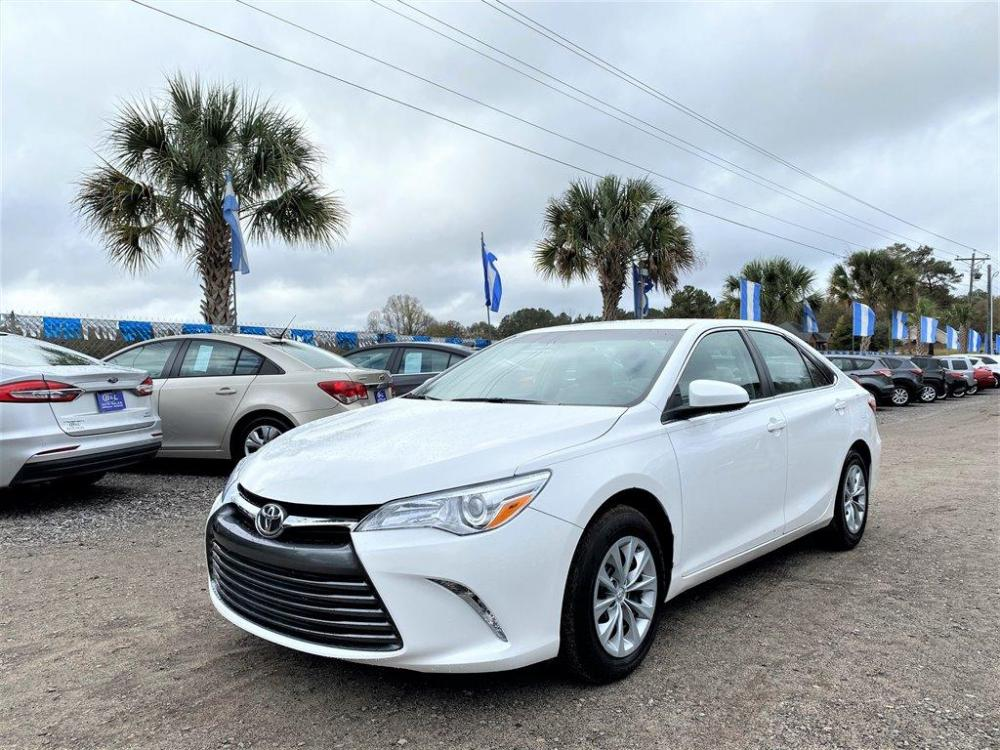 2016 White /Grey Toyota Camry (4T1BF1FK8GU) with an 2.5l I-4 SFI Dohc VVT-I 2 engine, Automatic transmission, located at 745 East Steele Rd., West Columbia, SC, 29170, (803) 755-9148, 33.927212, -81.148483 - Photo #0