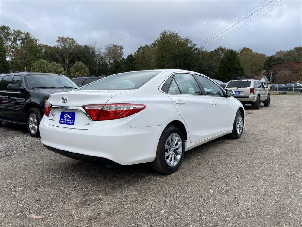 2016 White /Grey Toyota Camry (4T1BF1FK8GU) with an 2.5l I-4 SFI Dohc VVT-I 2 engine, Automatic transmission, located at 745 East Steele Rd., West Columbia, SC, 29170, (803) 755-9148, 33.927212, -81.148483 - Photo #2