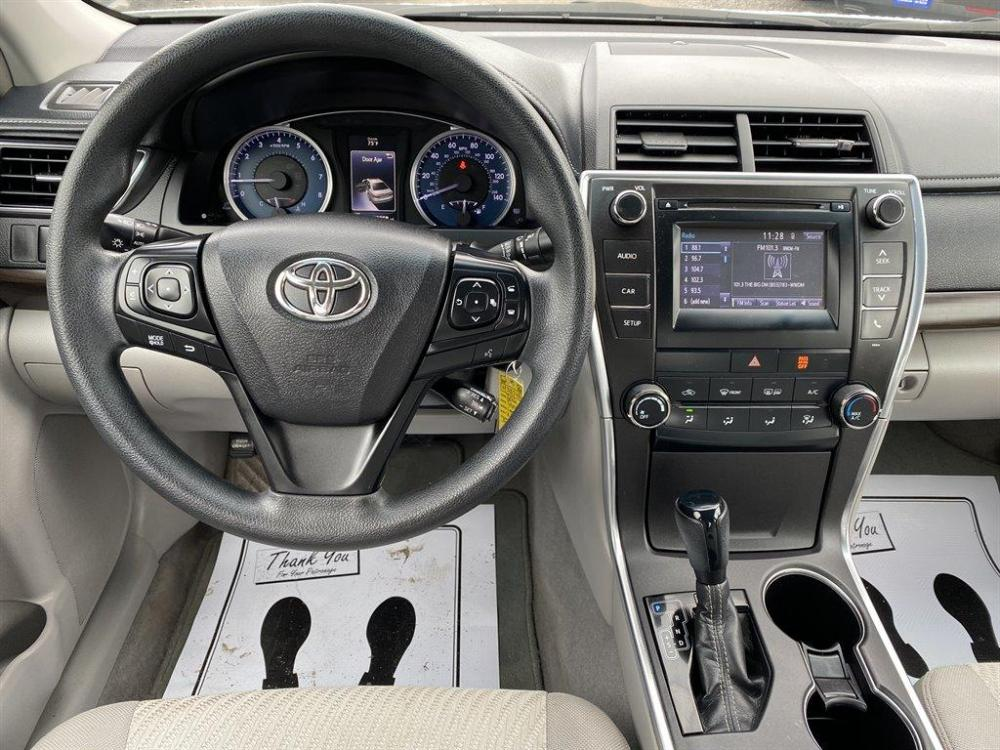2016 White /Grey Toyota Camry (4T1BF1FK8GU) with an 2.5l I-4 SFI Dohc VVT-I 2 engine, Automatic transmission, located at 745 East Steele Rd., West Columbia, SC, 29170, (803) 755-9148, 33.927212, -81.148483 - Photo #4